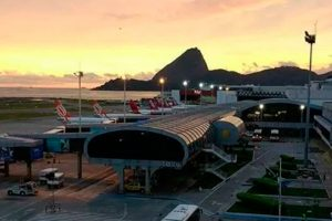 Aeroporto Santos Dumont dá boas-vindas aos passageiros com Beija-Flor e Portela