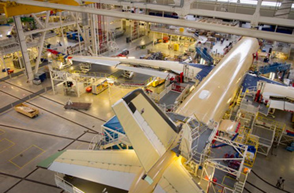 Primeiro A350 XWB da Air Mauritius ganha forma na unidade de montagem da Airbus