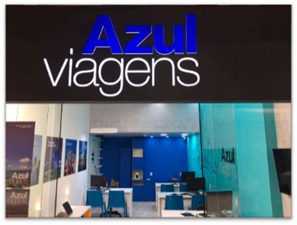 cd538daf4 Arquitetura moderna, comunicação visual alinhada à marca e melhor  experiência do Cliente. Com essas premissas, a Azul Viagens, operadora de  turismo da Azul, ...