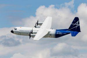 Cargueiro comercial LM-100J da Lockheed Martin realiza primeiro voo com sucesso