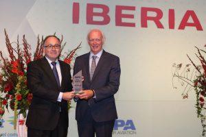 """IBERIA recebe o prêmio """"Melhor Processo de Transformação de uma Companhia Aérea"""" em 2016"""