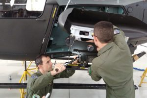 Mecânicos do Exército recebem treinamento em novo  Sistema de Armamento Axial do Fennec
