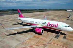 Novo A320 da Azul nas cores do Outubro Rosa entra em operação
