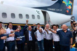 Aeronave da Azul é recebida com festa em seu primeiro voo para Pato Branco (PR)