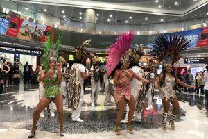 American Airlines leva integrantes da Beija-Flor de Nilópolis para apresentação durante jogo da NBA, em Miami