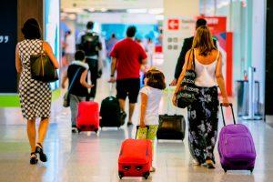 Aeroporto de Brasília recebe bloco carnavalesco para celebrar início da festa