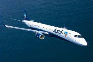 Em dia histórico para Cascavel, Azul pousa na cidade com aeronave da Embraer