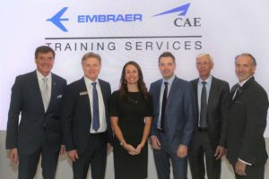 Embraer e CAE lançam novo simulador de voo para o Phenom 300 para o mercado dos EUA