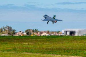 Primeiro Gripen Brasileiro voa no Brasil