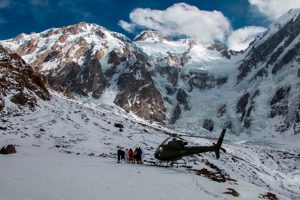 Helicóptero H125 realiza resgate épico no Himalaia