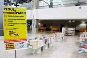 Aeroporto de Curitiba recebe feira de livros com preços acessíveis