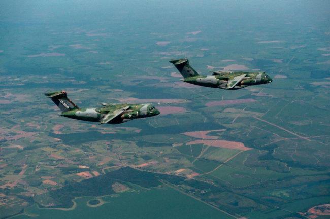 operação de reabastecimento em voo de outra aeronave KC-390 que fez parte do voo.