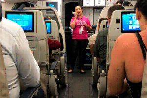 Tripulante da Azul compartilha experiência sobre o câncer de mama com Clientes em Recife